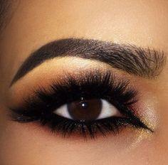 Eye make up look smokey eye lashes