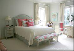 Julie's room, via http://www.thingsthatinspire.net/2012/12/my-daughters-bedroomcontinued.html