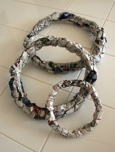 Christmas wreaths get their form from newspaper. This tutorial then covers them in paper streamers.Im thinking spray paint? Cheap Wreaths, Xmas Wreaths, Paper Wreaths, Wreath Crafts, Diy Wreath, Book Wreath, Christmas Crafts, Christmas Decorations, Paper Streamers