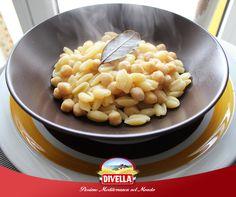 Pochi minuti per preparare un piatto nutriente e saporito.  Scopri come riassaporare la tradizione con i ceci lessati #Divella, qui ricettati con  i cavatelli trafilati al bronzo num. 44: goo.gl/NjzjCs