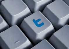 Browser memiliki tombol shortcut dan begitu juga dengan website. Sementara beberapa orang mungkin lebih suka menggunakan mouse, tapi tidak ada salahnya jika mencoba menelusuri dunia sosial agar lebih cepat dan efisien dengan bantuan tombol shortcut keyboard. Berikut adalah tombol shortcut yang paling berguna untuk 3 jejaring sosial terbesar yaitu Facebook, Twitter, dan Google Plus.