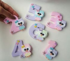 Fondant Numbers, Fondant Letters, Cute Polymer Clay, Polymer Clay Charms, Clay Crafts, Diy And Crafts, Party Frame, Owl Cakes, Fondant Animals