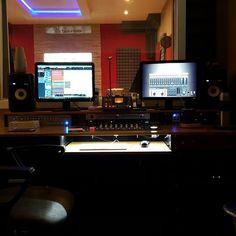 Produciendo lo nuevo de @luzbuena.cumbia en @cuencastudio... #rec #recording #music #cumbia #luzbuena #producer #cuencastudio #gopro #gopromusic