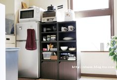 カラーボックス6つで食器棚に変身 Kitchen Cabinets, Kitchen Appliances, French Door Refrigerator, French Doors, Bathroom Medicine Cabinet, Interior, Home Decor, Home, Furniture