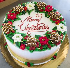 Christmas wreath cake with poinsettias and pine cones! Cake # Shared by Career Path Design. Chrismas Cake, Christmas Birthday Cake, Christmas Cupcakes, Christmas Sweets, Christmas Baking, Christmas Cake Designs, Christmas Cake Decorations, Holiday Cakes, Christmas Pine Cones