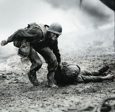 Andrew Garfield Signed Autographed Photo Hacksaw Ridge Desmond Doss COA A Hacksaw Ridge Movie, Soldado Universal, Desmond Doss, Military Drawings, Movie Shots, War Film, Andrew Garfield, War Photography, Captain America Wallpaper