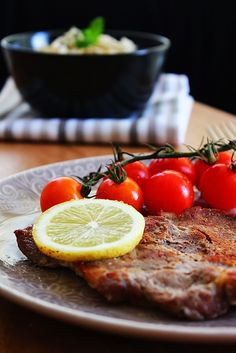 Febras de porco preto com arroz aromático - Cozinhar com ervas aromáticas é uma óptima alternativa ao uso do sal. Esta proposta é disso exemplo