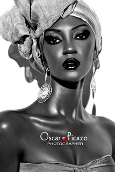 her skin is glowing & the headwrap is fierce! Oscar PIcazo #portrait