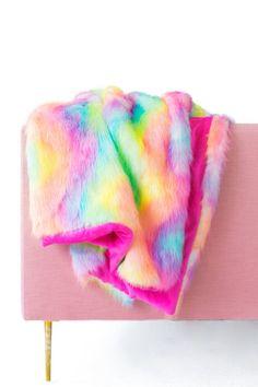 DIY Faux Fur Blanket | studiodiy.com
