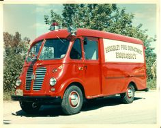 c5d52bfdf8 International Harvester METRO fire truck. These were used mostly as  delivery (bread