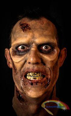 Zombie grime made by Schminkkoppies Artiest: Marielle Heuft . . . #zombie #halloweenzombie (Wil je dit ook leren.  Volg dan de te gekke workshops bij ELCFX.) Halloween Face Makeup