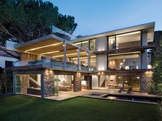 Very cool open plan house with unusual architectural details