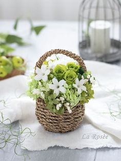 Small Flower Arrangements, Small Flowers, My Flower, Flower Basket, Flower Boxes, Table Flowers, Paper Flowers, Hanging Basket Garden, Wedding Gift Baskets