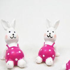 De l originalité pour votre déco de Pâques ! Ces petits lapins adhésifs sont à coller sans modération sur tous vos supports de déco : contenants, lumignons.. N'hésitez pas à les parsemer également sur votre nappage ou chemin de table.