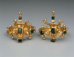 greek-jewelry-basket Bracelets with baskets flanked by snakes, greek or roman,late hellenistic o early imperial period,about BC Boston Museum Roman Jewelry, Greek Jewelry, Ethnic Jewelry, Jewelry Art, Gold Jewelry, Jewelry Design, Gold Bracelets, Ancient Jewelry, Antique Jewelry