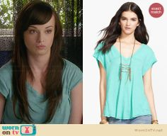Jenna's green v-neck tee on Awkward.  Outfit Details: http://wornontv.net/32835/ #Awkward