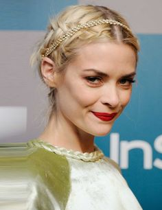 Jaime King's hair and make up look stunning.