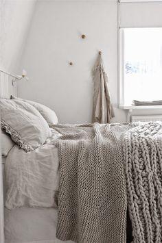 Linens + knit blankets in a neutral palette bedding + home d Neutral Bed Linen, Neutral Bedding, White Bedroom, Master Bedroom, Bedroom Decor, Taupe Bedroom, Ideas Hogar, Cozy Bed, Home Interior