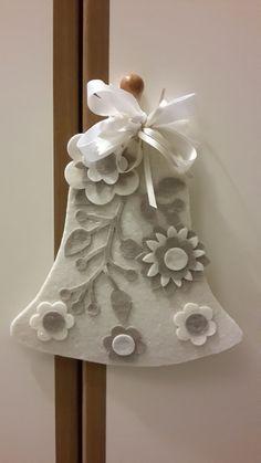 Felt bell with buttons Handmade Christmas Decorations, Felt Decorations, Felt Christmas Ornaments, Christmas Wreaths, Xmas Crafts, Felt Crafts, Diy And Crafts, Christmas Makes, Christmas Time