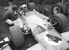 Bruce McLaren, McLaren M7A V8, Brands Hatch, 1969 Race of Champions. #f1 #formula1