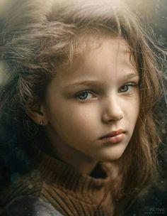 Portraits Children - Photos Curated by Bill Wilson Beautiful Little Girls, Cute Little Girls, Beautiful Children, Beautiful Eyes, Beautiful Babies, Cute Kids, Photo Portrait, Portrait Art, Portrait Photography