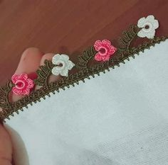 Çok Sipariş Alan Muhteşem Tığ İşi Oya Modelleri Cross Functional Team, Models, Baby Knitting, Elsa, Free Pattern, Diy And Crafts, Crochet Patterns, Embroidery, Silver