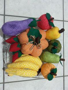 Frutas Patchwork. Felt Crafts, Patches, Ribbon Bows, Handmade Crafts, Embellishments, Tejidos, Feltro, Kitchen, Baby Dolls