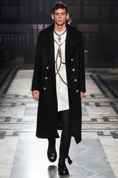 Sarah Burton presented her Fall/Winter 2016 collection for Alexander McQueen during London Collections Men.