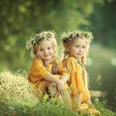 Image may contain: 2 people, people standing, child, flower, outdoor and nature Twin Toddler Photography, Little Girl Photography, Baby Girl Photography, Outdoor Children Photography, Indoor Photography, Kind Photo, Sister Poses, Sibling Poses, Little Girl Photos