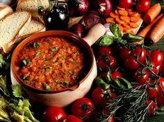 """La #Pappa al #Pomodoro è un primo piatto """"povero"""" della cucina #Toscana. É un piatto citato anche nelle pagine de """"Il giornalino di Gian Burrasca"""" e famosa attraverso la canzone di Rita Pavone """"Viva la Pappa col Pomodoro"""". Ben 350 locali toscani, trovati su CicerOOs, offrono questo pasto alla loro clientela. http://www.ciceroos.it/pappa-al-pomodoro__Toscana"""