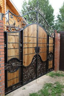 The best gate design ideas that you can copy right now in your home 50 Steel Gate Design, Iron Gate Design, House Gate Design, Door Design, Wrought Iron Driveway Gates, Front Gates, Entrance Gates, Wooden Gates, Door Gate