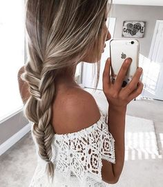 @kelsrfloyd knows all about creating gorgeous #luxyhair braids (160g Bleach Blonde #luxyhairlove)