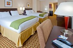Holiday Inn Express Hotel & Suites Orlando-Ocoee East, FL 32818.   Upto 25% Discount Packages.    Near by Attractions include universal studios, wet n   wild, aquatica, Convention Center, islands of adventure. Free breakfast and Free   Wifi internet. Book your room and start saving with SecureReservation. Please visit-   www.hiexpressocoee.com/