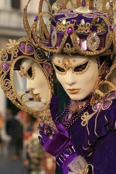 Venetian mask with purple and gold Venice Carnival Costumes, Venetian Carnival Masks, Carnival Of Venice, Venetian Masquerade, Masquerade Ball, Venice Carnivale, Venice Mask, Clowns, Venitian Mask