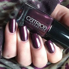 Thank you @lacktraviata for the beautiful pic of the Ultimate Nail Lacquer 59 First Class Up-Grape. #nails2inspire #nailpolish #mani #catrice #cosmetics #nailstagram #nails #naillacquer #naillove #manicure