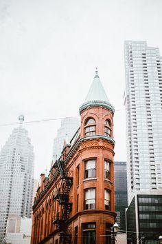Visiter Toronto en 4 jours ; que faire, que voir, où manger ! Toronto City, Toronto Travel, Quebec, Montreal, Ontario Travel, Pakistan Travel, Ottawa Canada, Canadian Travel, City Aesthetic