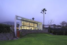 House on the Hill by Metropolis Peru http://archiadore.com/house-on-the-hill-by-metropolis-peru/