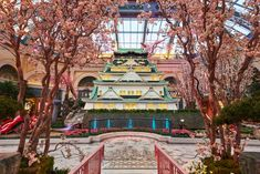 The Conservatory & Botanical Gardens at Bellagio are redesigned each season as well as for the Chinese New Year. Bellagio Conservatory, Osaka Castle, See Photo, Botanical Gardens, Las Vegas, Things To Do, Lost, Japanese, Entertaining