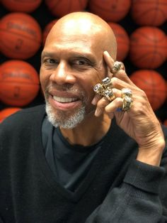 Jewelry Repair Articles The man behind the bling of NBA legends A short-cut to a smooth and healthy Basketball Photos, Pro Basketball, Basketball Legends, Basketball Players, Top Rank Boxing, Kareem Abdul Jabbar, Nba Championships, Nba Season, Shaquille O'neal