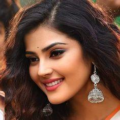 Cute Beauty, Beauty Full Girl, Beautiful Blonde Girl, Beautiful Eyes, Cute Girl Pic, Cute Girls, Beautiful Indian Actress, Beautiful Actresses, Bengali Bridal Makeup