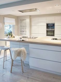 Scandinavian kitchen decor belongs to the most perfect decorations for a modern kitchen. We have a collection of Scandinavia kitchen decor ideas to consider. Modern Kitchen Plans, Modern Kitchen Design, Interior Design Kitchen, Kitchen Living, New Kitchen, Kitchen Decor, Kitchen Ideas, Kitchen Planning, Kitchen Layout