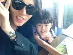 Miyavi and his daughter