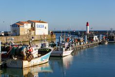 Le port de la Côtinière sur l'Île d'Oléron. #Cotinière #Port