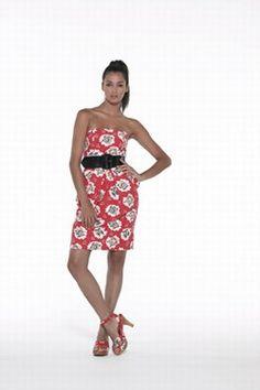 Robe imprimée Fleurs, Manoush - Robes 2007: sélection de modèles trendy - Voilà un modèle qui fleure bon les années 80. Avec son décolleté bustier carrément dans le vent, son imprimé all-over maxi fleurs et sa dominante rouge, on pourrait croire cette robe comme échappée d'une série télé américaine...