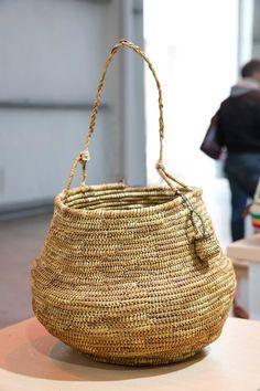 Margarita Maldonado - Cestería Shelk'nam, de Río Grande, Tierra del Fuego Straw Bag, Grande, Bags, Collection, Baskets, Fashion, Luxury Bags, Fashion Accessories, Hampers