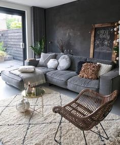Top Living Room Ideas With Black Walls Living room color ideas for brown furniture Room Design, Living Room Color, Home Decor, Room Inspiration, Living Room Decor Modern, Interior Design Living Room, Interior Design, Cozy Interior, Living Room Designs