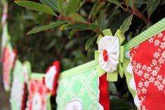 "Tutorial: ""Be Merry"" Festive Garland"