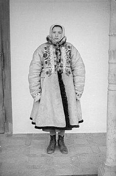 "Warm coat called""ujjas trimfi"" from Hungary. Folk Costume, Costumes, European Dress, Folk Clothing, Hungarian Embroidery, Folk Music, Warm Coat, Eastern Europe, World Cultures"