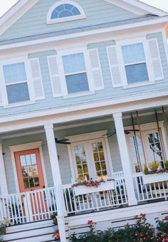 21 Luxury Coastal Blue Siding In 2020 Beach House Exterior Small Beach Houses Beach Cottage House Plans
