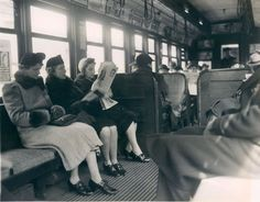 vintage everyday: 33 Interesting Snapshots Document Passengers on the Trains in the Early 20th Century